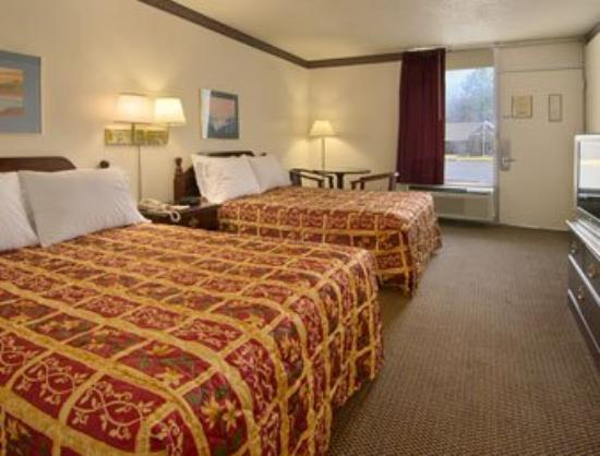 Days Inn Scottsboro: Standard Two Double Bed Room