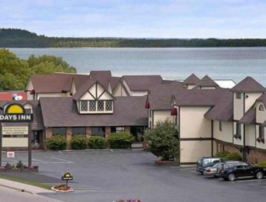 Photo of Days Inn and Suites Saint Ignace Lakefront