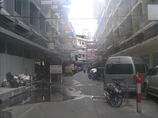 Swiss Park Hotel Bangkok: Streets Outside the Hotel