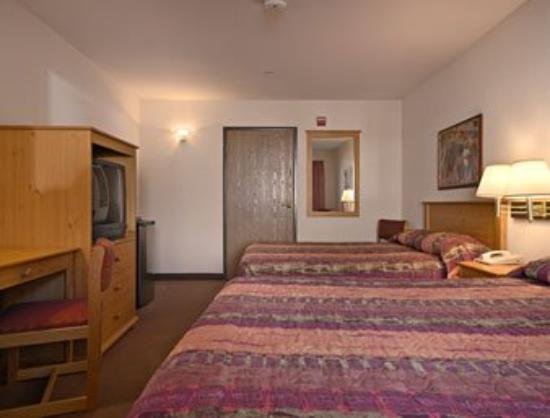 Arizona Inn: Standard Two Queen Bed Room