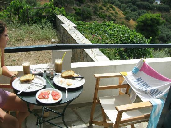 Ktima Stamatiou: breakfast in the balcony