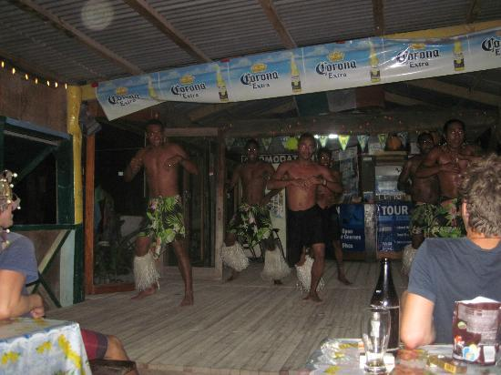 Mana Lagoon Backpackers: 'Fiji Dancing' Show. Always something to do every night!