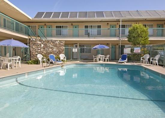 Rodeway Inn Oakland/Alameda: Pool