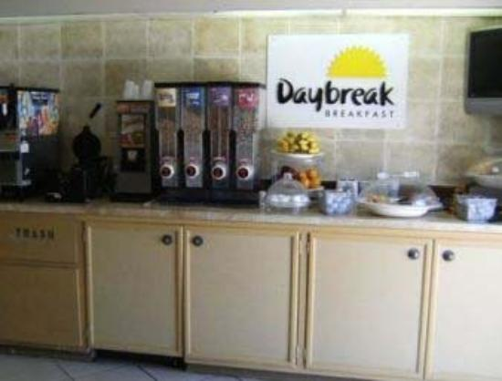Days Inn & Suites Del Rio: Breakfast Area