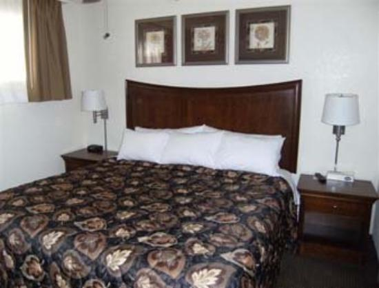Days Inn & Suites Del Rio: Suite Bedroom