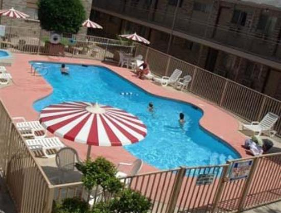 Days Inn & Suites Del Rio: Pool