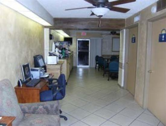 Days Inn & Suites Del Rio: Business Center