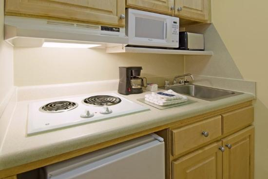 Crossland Economy Studios - Atlanta - Norcross: Fully-Equipped Kitchens