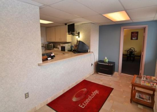 Econo Lodge Hazleton: Lobby View