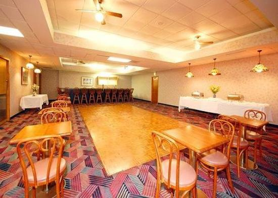 Econo Lodge Inn & Suites: Meeting Room