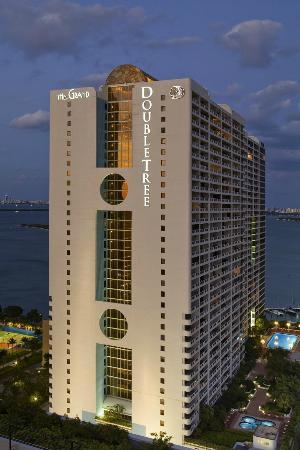 Doubletree by Hilton Grand Hotel Biscayne Bay: Exterior Hotel