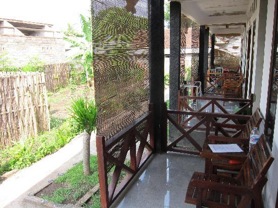 Coral Voice Home Stay and Bar: clean terrace