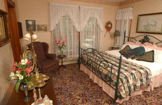 Westchester House Bed and Breakfast: Jefferson Room, with king-size bed