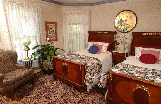 Westchester House Bed and Breakfast: The Lookout, with two 3/4 beds, sleeps two
