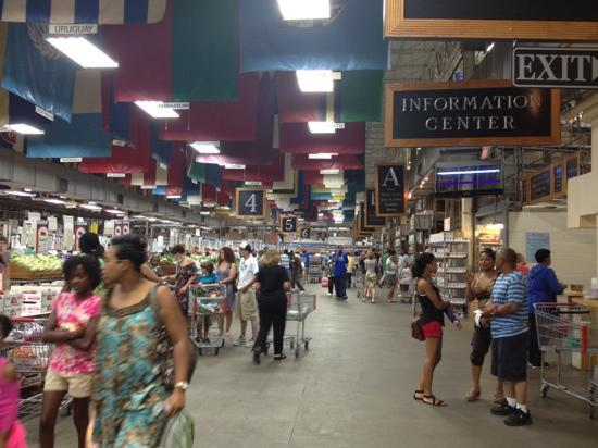 ดีเคเตอร์, จอร์เจีย: Aisles of dry goods, produce, meats, dairy, and seafood products!