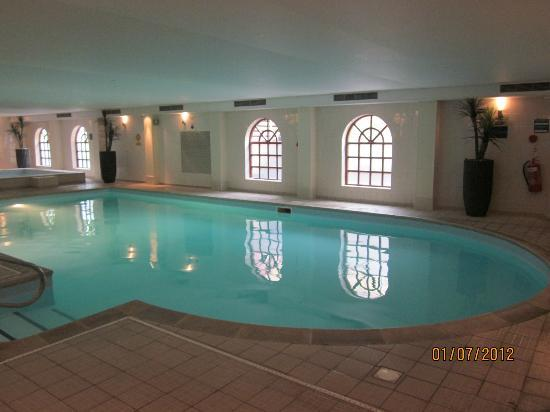 Brandshatch Place Hotel: Main Pool