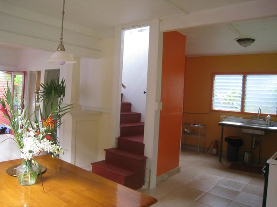 The Lotus Garden Hilo: Stairway leading to Attic Bedroom with King Bed.