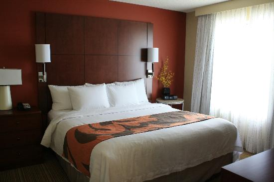 Residence Inn Calgary Airport: Very comfortable bed