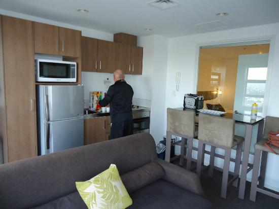Waldorf St. Martins Apartment Hotel: Self contained kitchen area