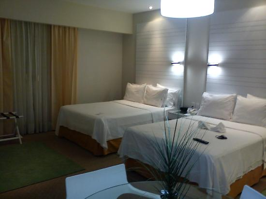 Holiday Inn Express Hotel & Suites at the WTC: Camas y almohadas muy cómodas!