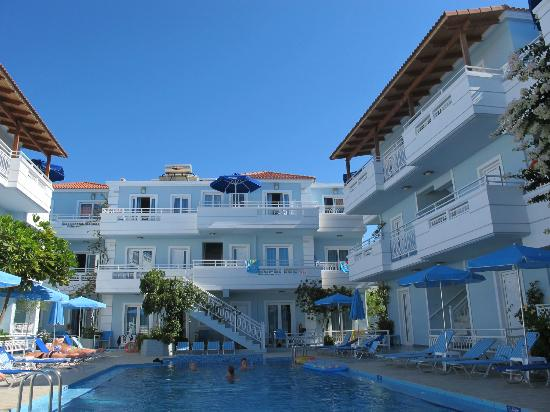 Agia Marina, Greece: Pool area