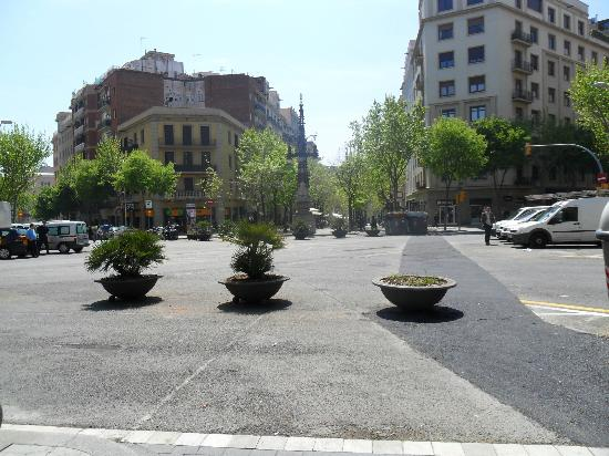 Hotel Medium Abalon: The walk towards Sagrada Familia