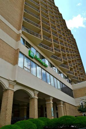 Holiday Inn Rosslyn @ Key Bridge: filename__156265_430168257001268_510159982_n_jpg_thumbnail0_jpg