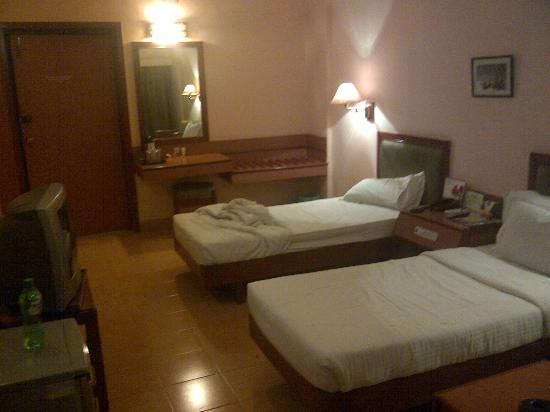 Hotel Harsha: Room