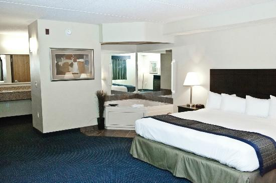 AmericInn Lodge &amp; Suites Lincoln South: Luxurious, inviting, 1 King Bed Whirlpool Suite