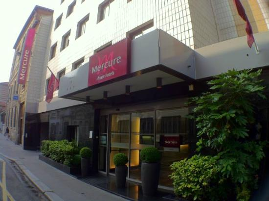 Front of the hotel mercure paris xv picture of hotel mercure paris 15 porte de versailles - Hotel mercure porte de versailles ...