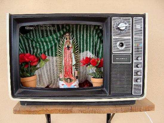 Casa Angel Youth Hostel: This TV is located on the roof top of the Hostel