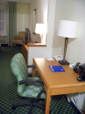 Fairfield Inn Great Falls: desk area