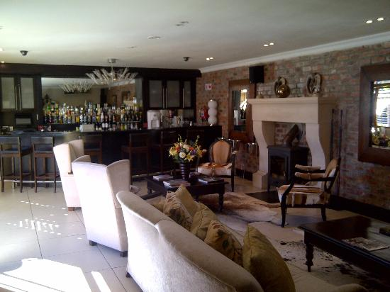 SW1 Lodge & Spa Retreat: bar and lounge