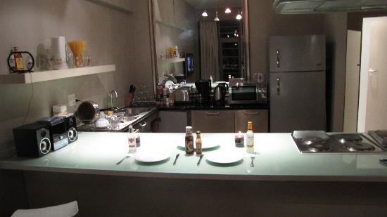 Manhattan Lofts: Kitchen Dining