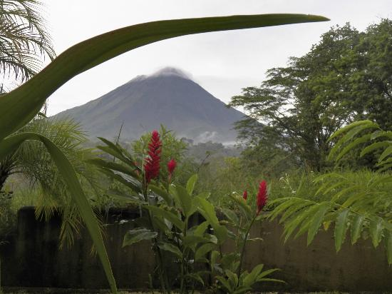 Hotel Lavas Tacotal: Arenal volcano no longer active but scenic anyway