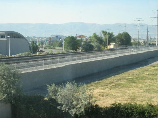 Country Inn & Suites Salt Lake City/South Towne: Train tracks right outside room!