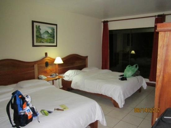 Hotel Lavas Tacotal: Lower level room a lengthy but scenic walk to