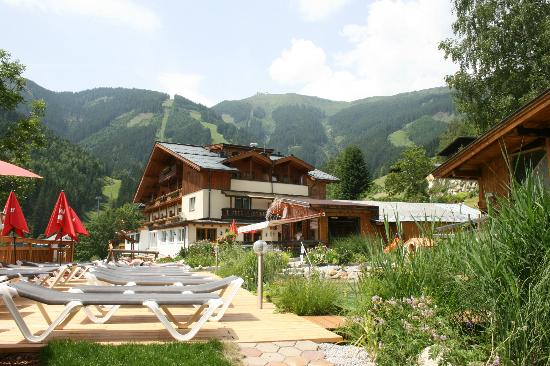 Gartenhotel  Daxer : Scenic location at the top of a hill 
