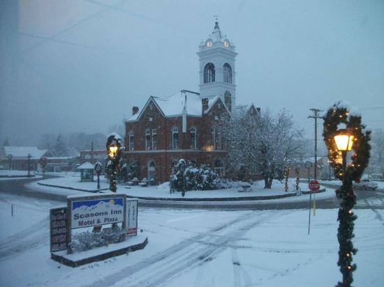 Seasons Inn: Union County Historic Courthouse on the Square