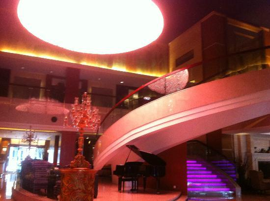 Grand Noble Hotel: Foyer with grand piano