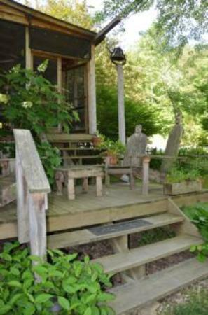 Snug Hollow Farm Bed & Breakfast: Dinner bell on the side deck