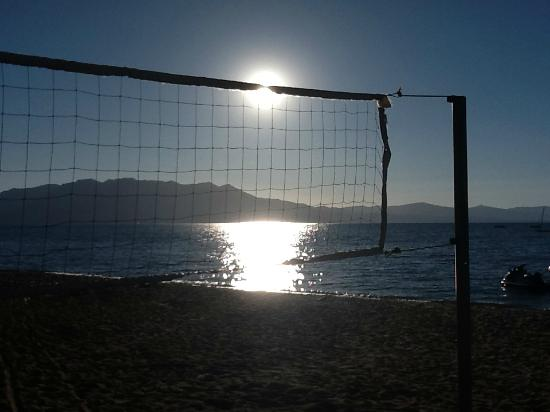Beach Retreat &amp; Lodge at Tahoe: Volley Ball Anyone?