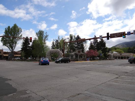 Homewood Suites Jackson Hole: Center of Jackson, a short 3 block walk from Homewood Suites