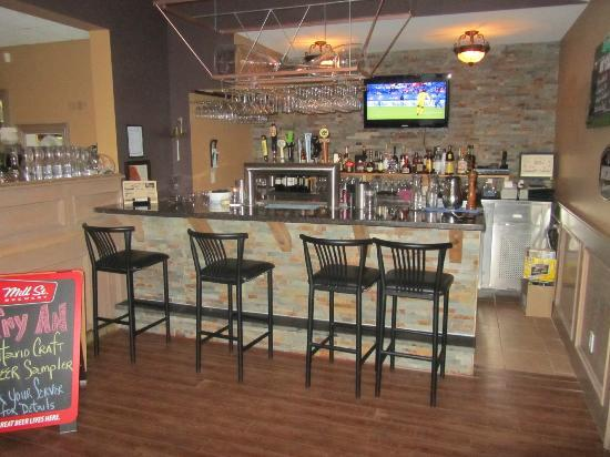 cosy bar picture of catch 22 fresh market grill wasaga. Black Bedroom Furniture Sets. Home Design Ideas