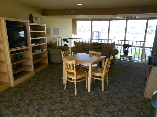 BEST WESTERN Inn &amp; Suites of Sun City: Guest Lobby