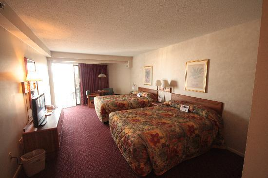 Budget Host Inn &amp; Suites: Room 220