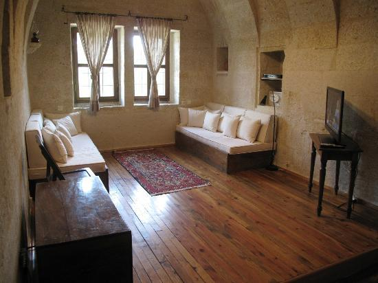 Esbelli Evi Cave Hotel: my private living room in my suite