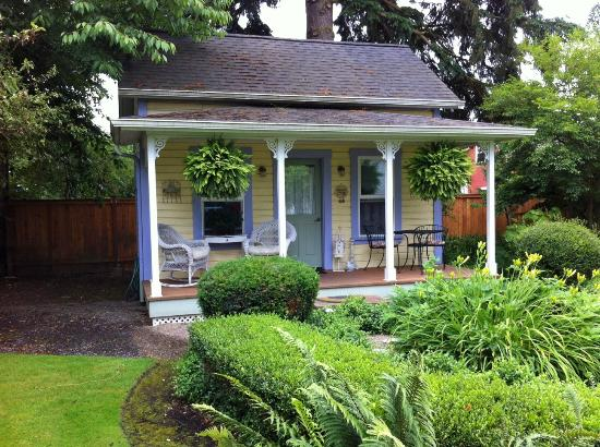 Coburg, OR: Ask for the little cottage in the garden for real seclusion.