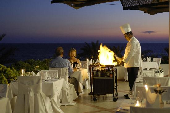 Constantinou Bros Athena Royal Beach Hotel: Athena Royal Beach Hotel - Flambe