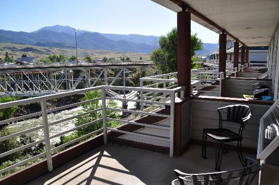 Yellowstone's Absaroka Lodge : The balconies... not much privacy.